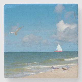 ヨットとのビーチそしてオーシャンビュー ストーンコースター