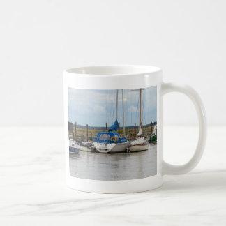 ヨットのゴカイ科の動物 コーヒーマグカップ