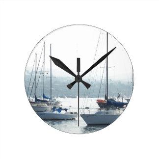 ヨットのボート港の海のマリーナを航海する海 ラウンド壁時計