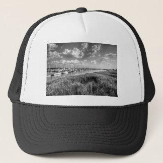 ヨットのマリーナおよび酒の牧草地の白黒 キャップ