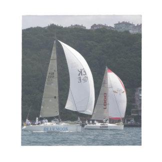 ヨットの競争 ノートパッド