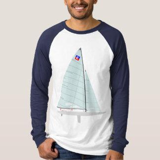 ヨットを競争させるEの大型平底船1のデザイン Tシャツ