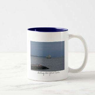ヨークの川の航海 ツートーンマグカップ