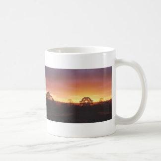ヨークシャの谷の日の出 コーヒーマグカップ