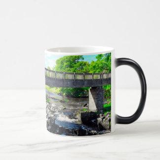 ヨークシャの谷橋 モーフィングマグカップ
