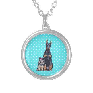 ヨークシャテリアのドーベルマン犬の青の水玉模様 シルバープレートネックレス