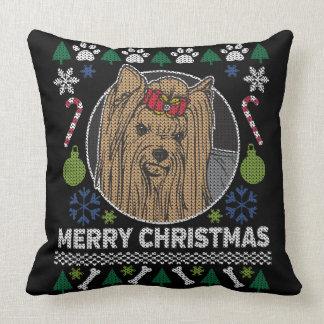 ヨークシャテリアのメリークリスマスの醜いセーター クッション