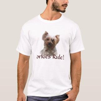 ヨークシャテリアのユニセックスなTシャツ Tシャツ
