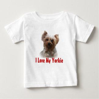 ヨークシャテリアのTodlerのTシャツ ベビーTシャツ