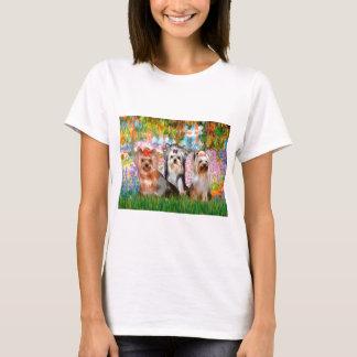 ヨークシャテリア(3)の-庭 Tシャツ