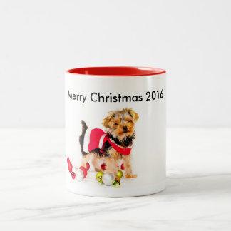 ヨークシャーテリアのクリスマスのコーヒー・マグ ツートーンマグカップ