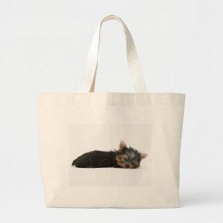 ヨークシャーテリアの子犬の睡眠 ラージトートバッグ