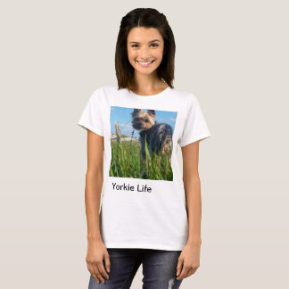ヨークシャーテリアの生命: アウトドアのティー Tシャツ