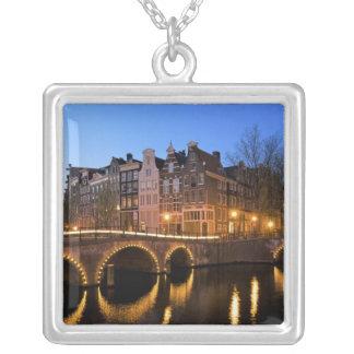 ヨーロッパのオランダ、オランダ、アムステルダム、 シルバープレートネックレス