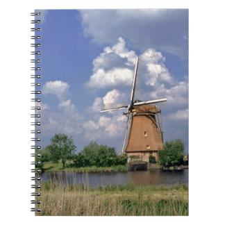 ヨーロッパのオランダ、Kinerdijk。 風車は坐ります ノートブック