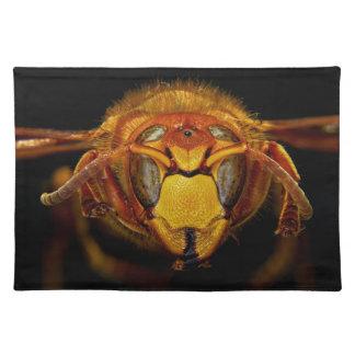 ヨーロッパのスズメバチのスズメバチCrabroの頭部の上で閉めて下さい ランチョンマット
