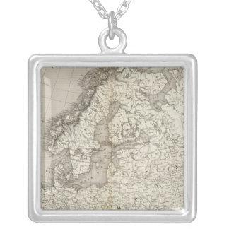 ヨーロッパのuncolored地図 シルバープレートネックレス