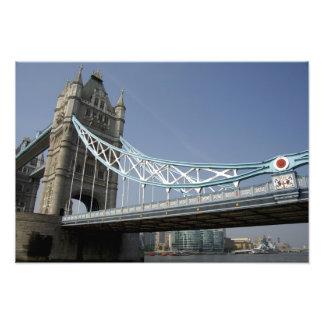ヨーロッパ、イギリス、ロンドン。 上のタワー橋 フォトプリント