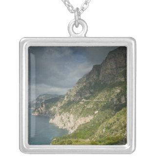 ヨーロッパ、イタリアのカンパニア州(アマルフィの海岸) Positano: シルバープレートネックレス