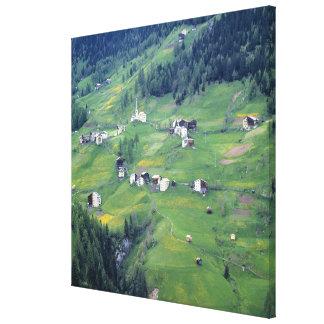 ヨーロッパ、イタリアのドロマイトのアルプス。 この小さい村 キャンバスプリント