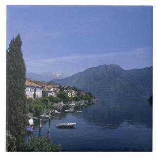 ヨーロッパ、イタリアの湖Como、Tremezzo。 北 タイル
