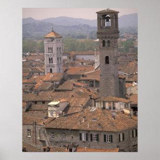 ヨーロッパ、イタリア、タスカニー、ルッカの町のパノラマ ポスター