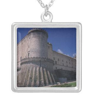 ヨーロッパ、イタリア、ナポリの城Nuovo シルバープレートネックレス