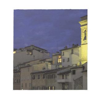 ヨーロッパ、イタリア、フィレンツェの建築詳細; ノートパッド