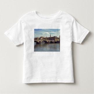 ヨーロッパ、イタリア、フィレンツェ。 アルノの川の流れ トドラーTシャツ