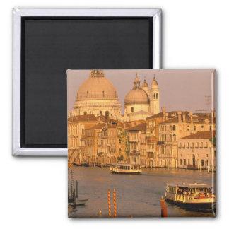 ヨーロッパ、イタリア、ベネト、ベニス。 日没の眺めの マグネット