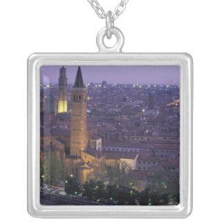 ヨーロッパ、イタリア、ベロナ、Castel S.からの眺め シルバープレートネックレス