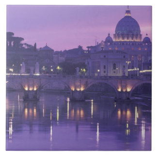 ヨーロッパ、イタリア、ローマ。 セントピーターおよびPonte Sant タイル