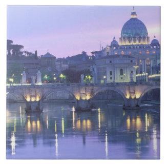 ヨーロッパ、イタリア、ローマ、バチカン。 セントピーター及び タイル