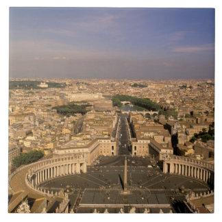 ヨーロッパ、イタリア、ローマ、バチカン。 St.からの眺め タイル