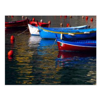 ヨーロッパ、イタリア、CinqueテリーのVernazzaのボート ポストカード
