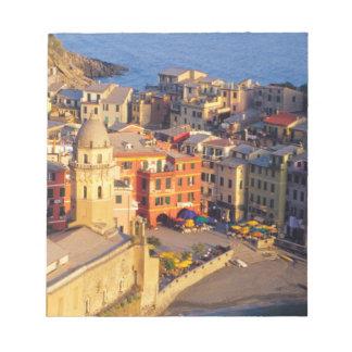 ヨーロッパ、イタリア、Cinque Terre。 Vernazzaの村 ノートパッド