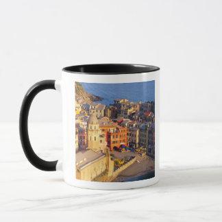 ヨーロッパ、イタリア、Cinque Terre。 Vernazzaの村 マグカップ