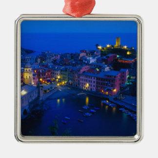ヨーロッパ、イタリア、Cinque Terre、Vernazza。 山腹 メタルオーナメント