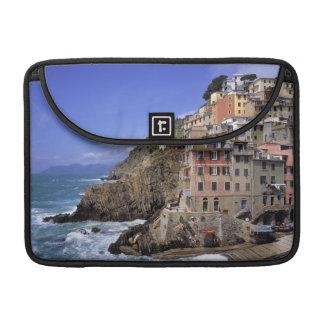 ヨーロッパ、イタリア、Riomaggiore。 Riomaggioreは造られます MacBook Proスリーブ