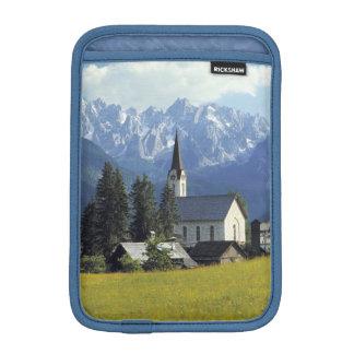 ヨーロッパ、オーストリア、Gosau。 教会の尖塔 iPad Miniスリーブ