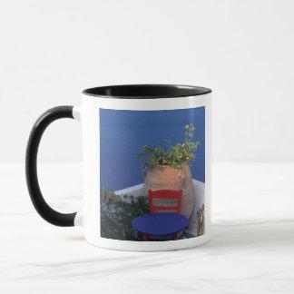 ヨーロッパ、ギリシャ、Santorini。 海の眺めの台地 マグカップ