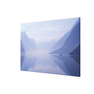 ヨーロッパ、ノルウェー。 反映される縦の壁 キャンバスプリント
