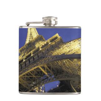 ヨーロッパ、フランス、パリの2つを均等にするエッフェル塔 フラスク