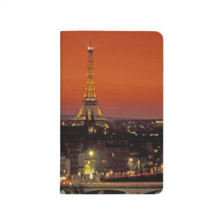 ヨーロッパ、フランス、パリ。 エッフェルの日没の眺め ポケットジャーナル