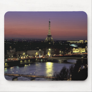 ヨーロッパ、フランス、パリ、エッフェルの日没の眺め マウスパッド