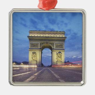 ヨーロッパ、フランス、パリ。 見られる凱旋門 メタルオーナメント
