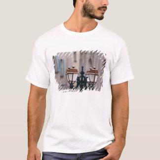 ヨーロッパ、フランス、Forcalquier。 風化する古い Tシャツ