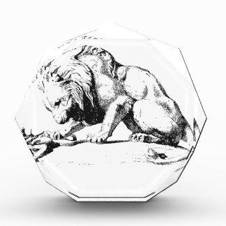 ライオンおよび蛇 表彰盾