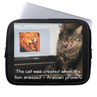 ライオンのくしゃみによって作成される猫 ラップトップスリーブ