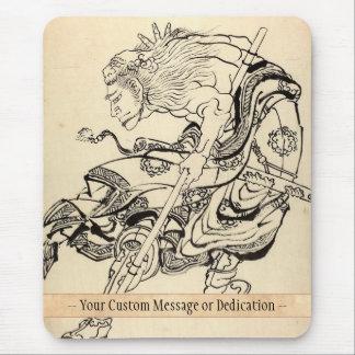 ライオンのマスクHokusaiを持つ武士の戦士のスケッチ マウスパッド